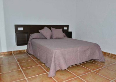 casas-rurales-rio-tus-batan-dormitorio-yeste-4