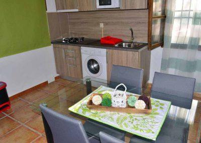 casas-rurales-rio-tus-batan-salon-cocina-1