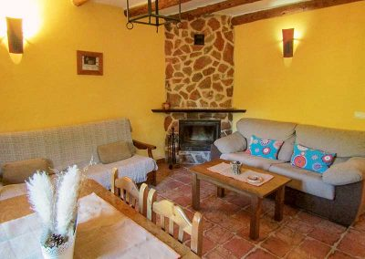 Casas Rurales en Yeste Rio Tus, Salón con Chimenea